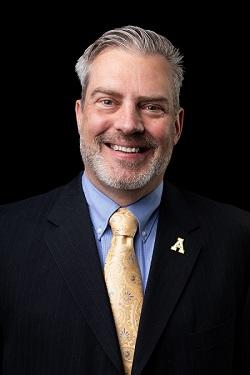 Tom Van Gilder Headshot